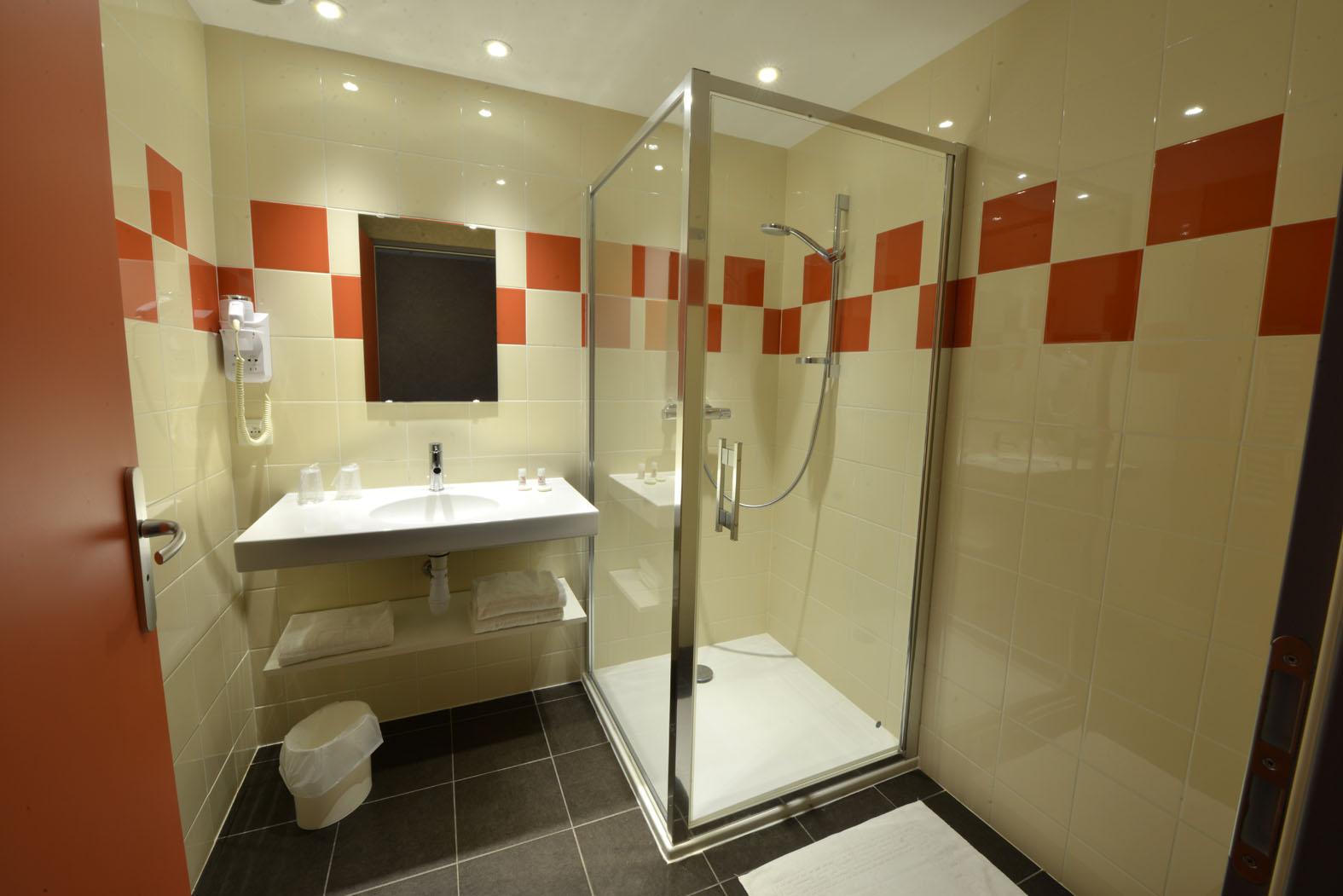 salle de bains - S. H. M. E. (SOCIÉTÉ HÔTELIÈRE MARIE ETIENNE)©SHME