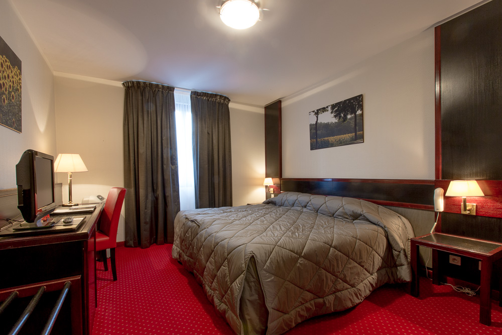 Chambre Twin - Hostellerie Saint-Vincent © rouge cerise