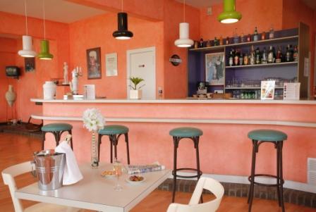 Bar Hôtel du Val Vert - S. H. M. E. (SOCIÉTÉ HÔTELIÈRE MARIE ETIENNE)©HÔTEL DU VAL VERT
